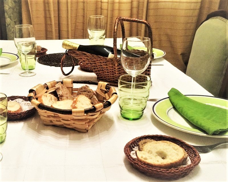 Viste tu mesa con una cesta de Cestas Home