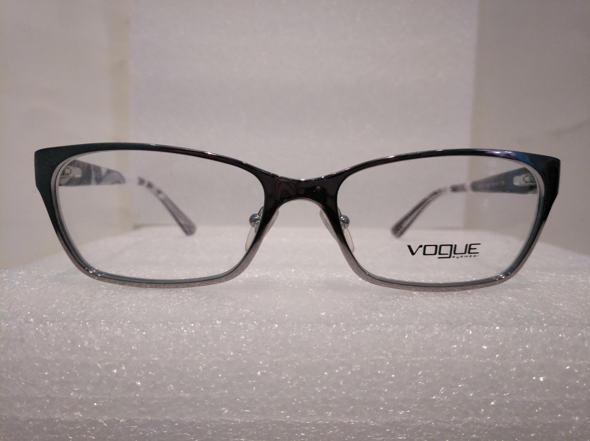 Vogue 3816