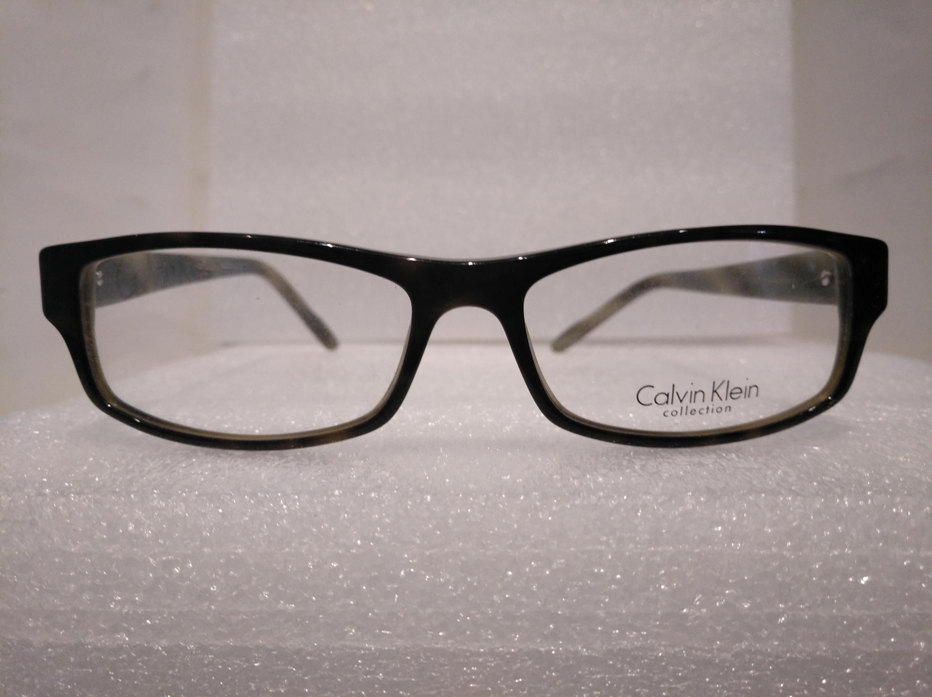 Calvin Klein 689