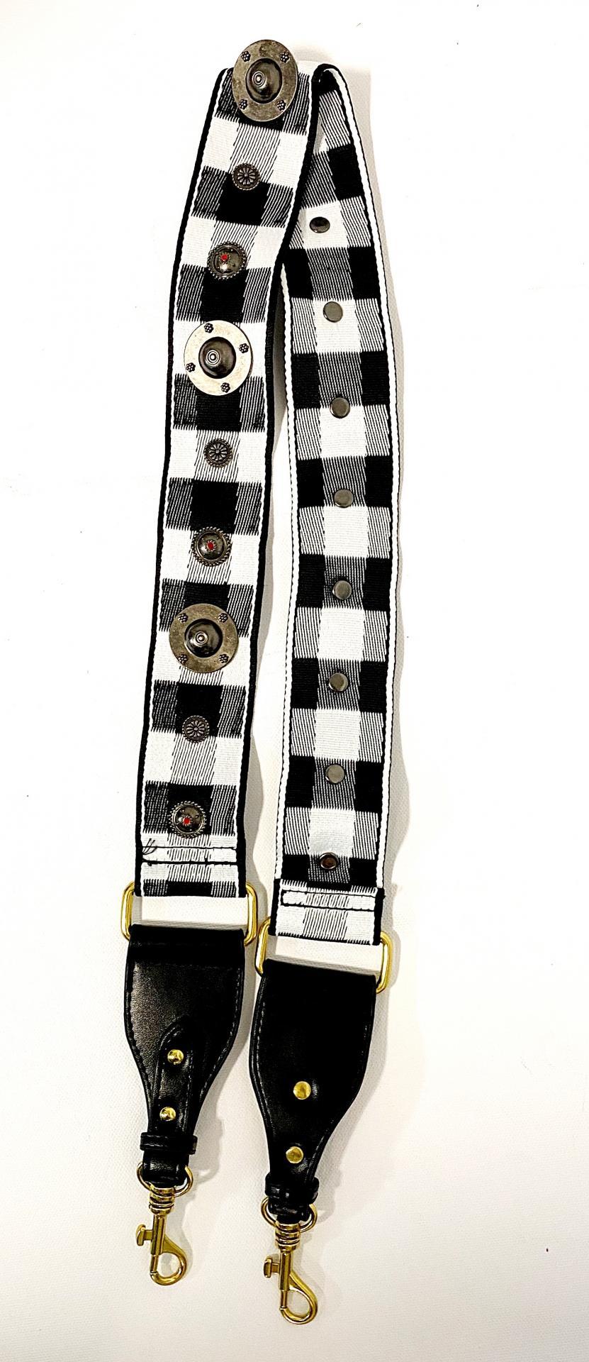 Correa con tachas blanco/negro