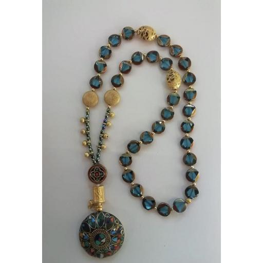 Colgante étnico con cristales azul turquesa