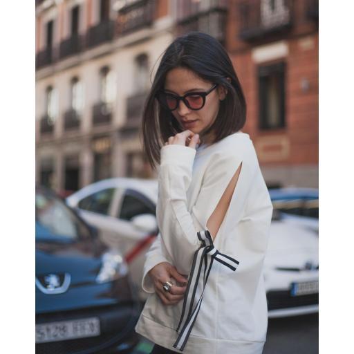 Camiseta con lazo en hombro [1]