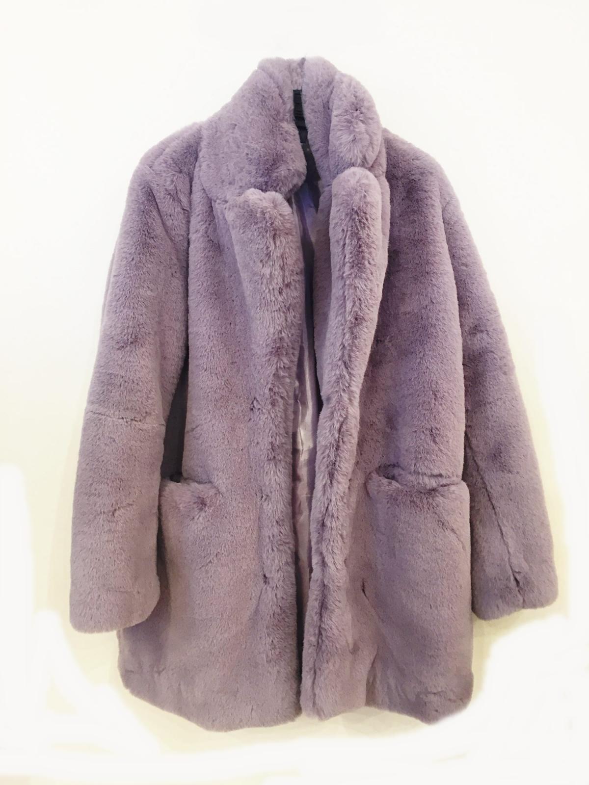 Abrigo peluche sintético