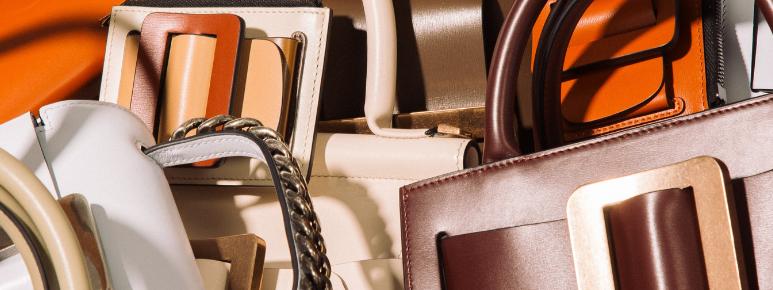 Dale un toque diferente a tu bolso con un accesorio