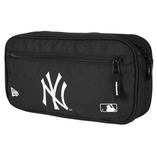 Riñonera New Era Cross Body Bag New York Yankees Negro Blanco
