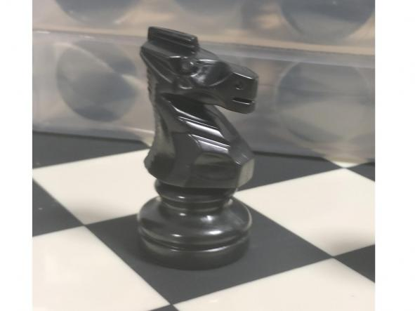 Tablero y piezas de ajedrez en PVC Nacional  tamaño reglamentario [0]