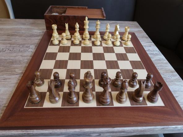 Conjunto de Ajedrez piezas profesionales(Plomadas) Stauton 6 y tablero Reydama de madera de 50x50