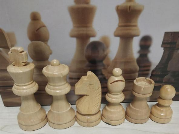 Conjunto  de ajedrez compuesto por tablero de 40x40 DM más set de piezas Statuon 4 madera  [2]