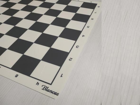 Tablero y piezas de ajedrez en PVC Nacional  tamaño reglamentario [2]
