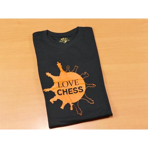 Camiseta negra con diseño Love Chess [1]