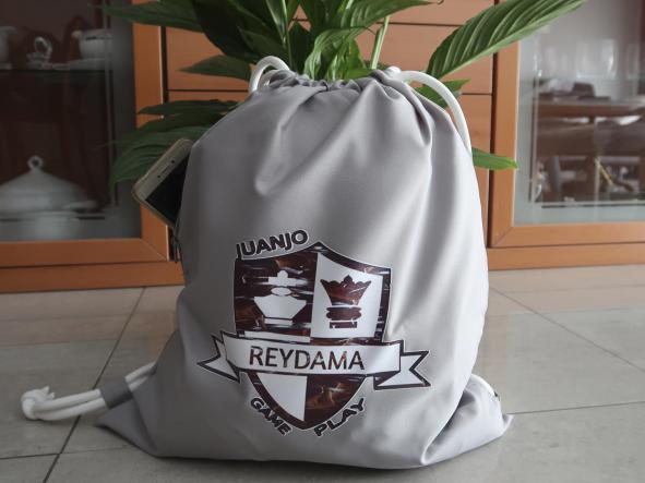 Mochila porta-todo con cordones con  logotipo de nuestro  canal de ajedrez Reydama [1]