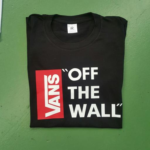 CAMISETA VANS OF THE WALL