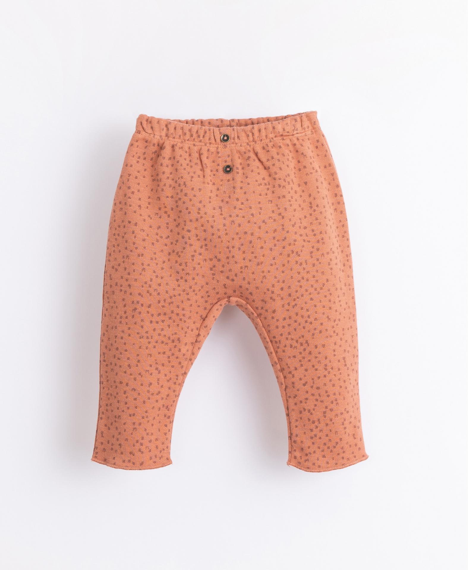 Pantalón con patrón y botones decorativos PLAY UP