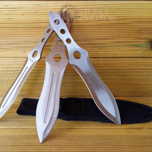 Set 3 Cuchillos Lanzadores 20 cm. [1]