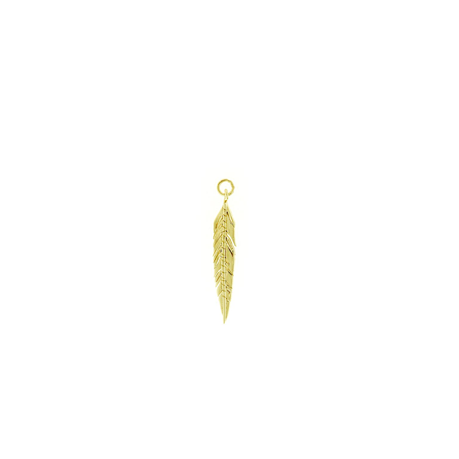 Charm plata Salvatore dorado con forma de pluma estilada