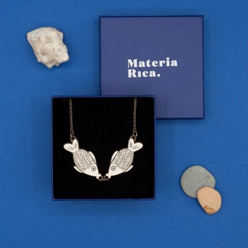Colllar de Materia Rica  Marine Kiss  [1]