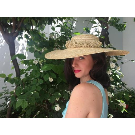 Pamela natural con corona de flores preservadas [1]