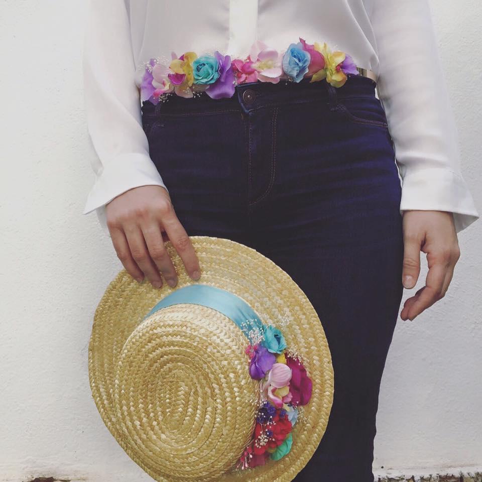 Cinturón metálico con flores