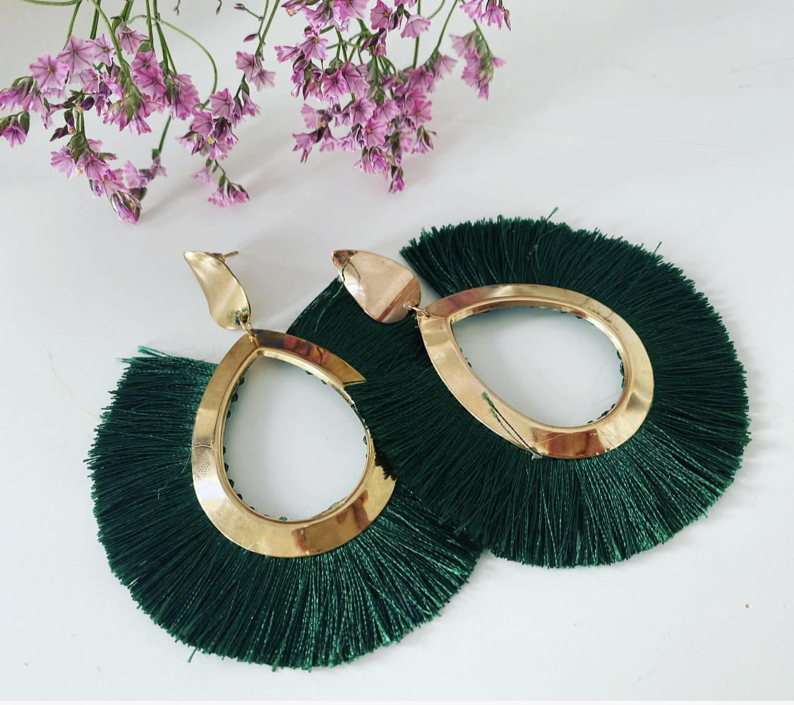 Pendientes flecos verde