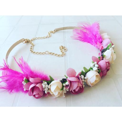 Cinturón plumas y flores