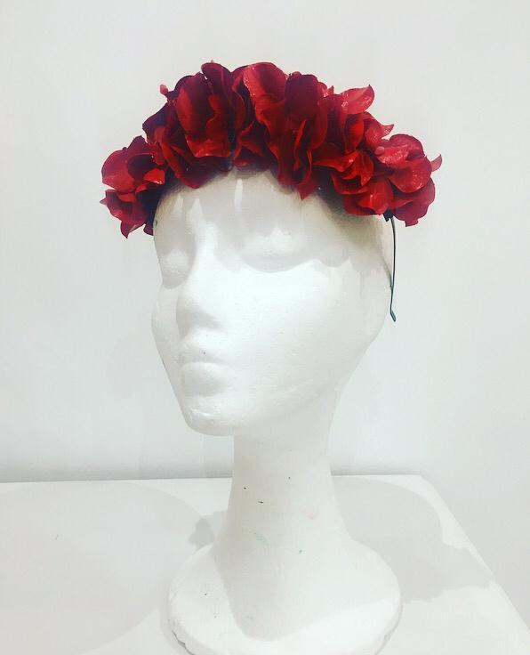 Diadema flores rojas