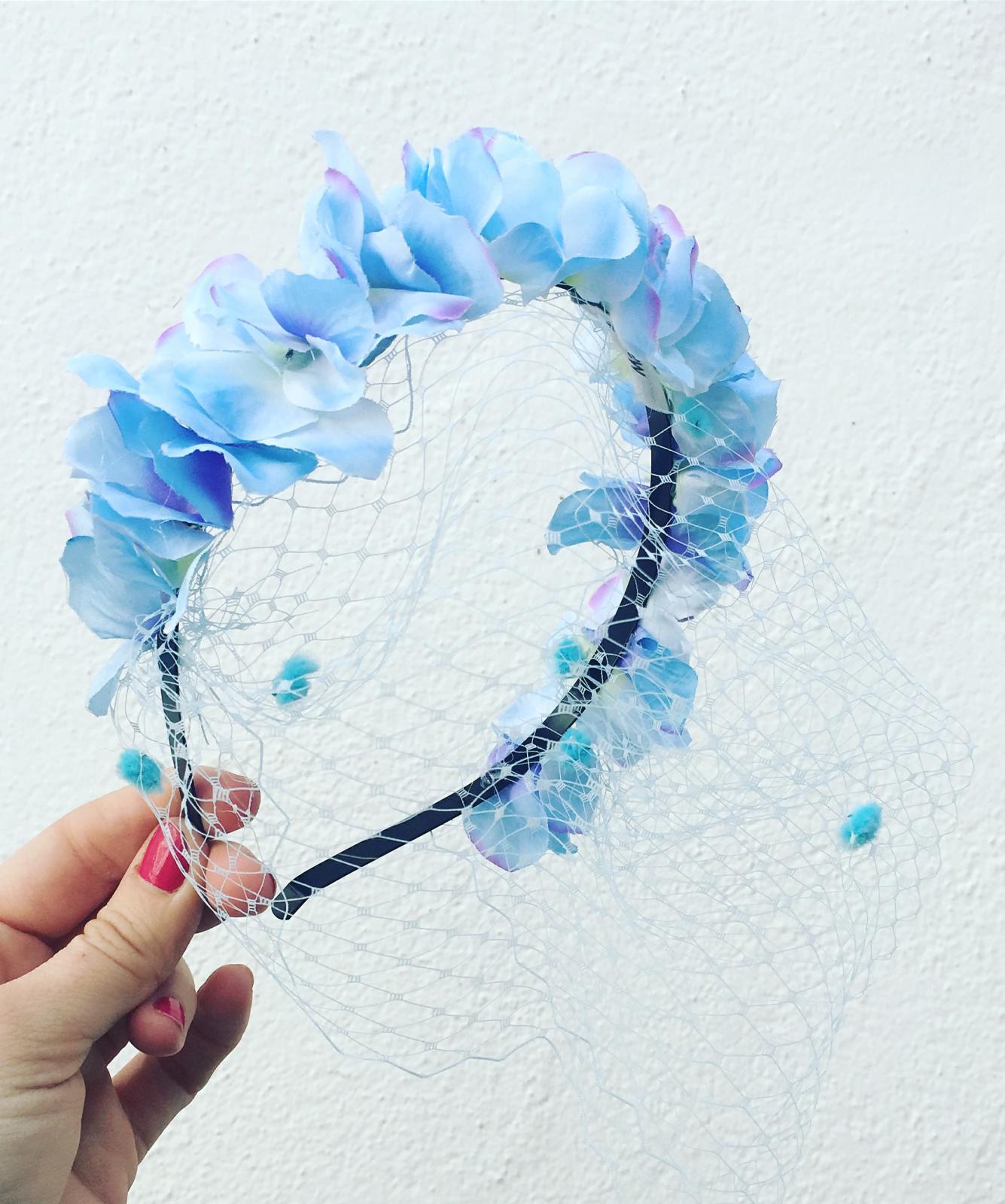 Diadema flores con redecilla