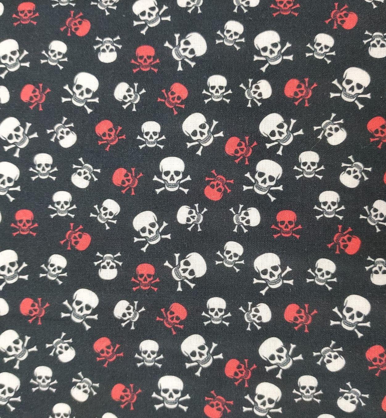Tela algodón negra con calaveras rojas y blancas
