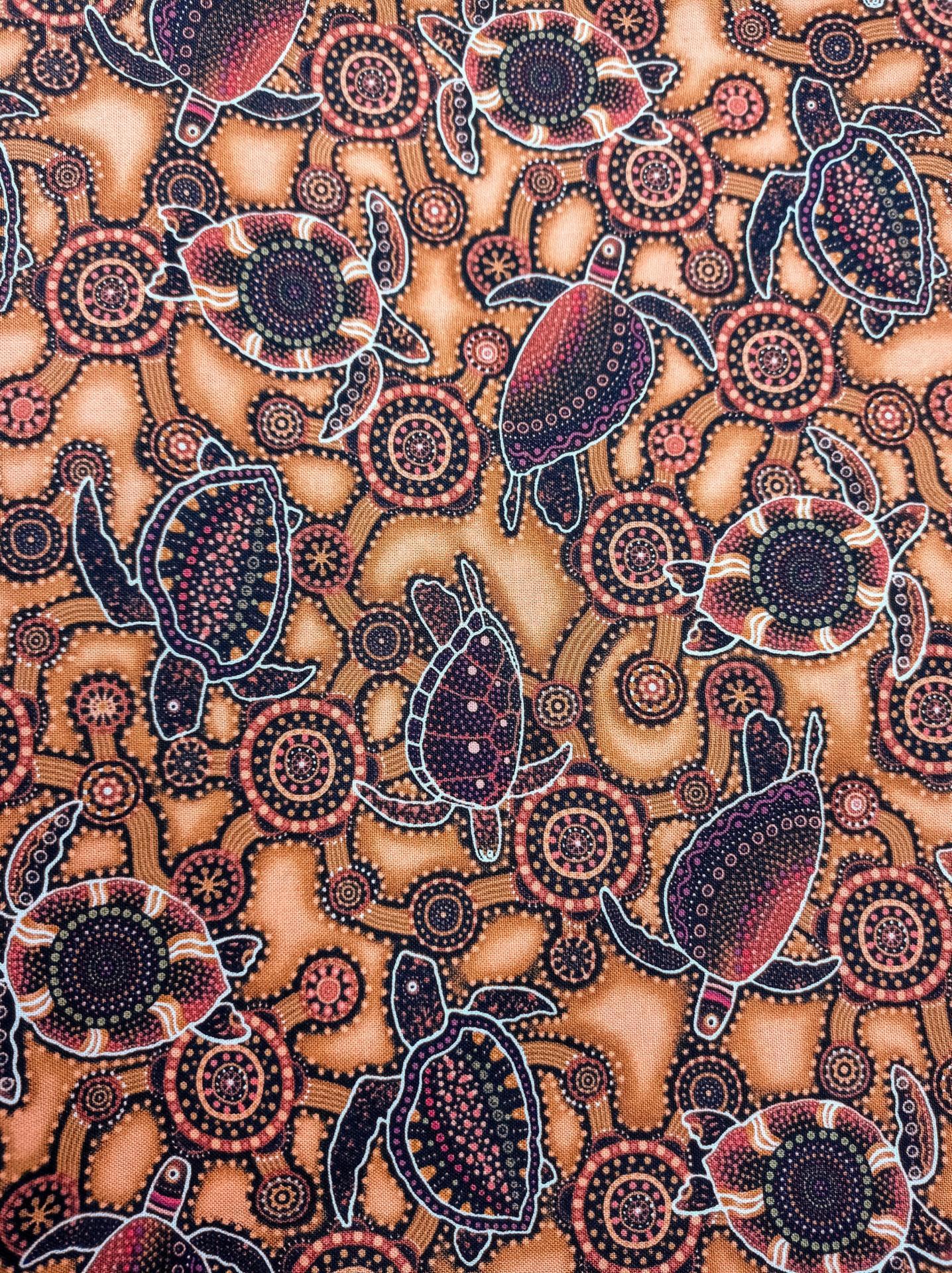 Tela patchwork de fondo tierra con tortugas