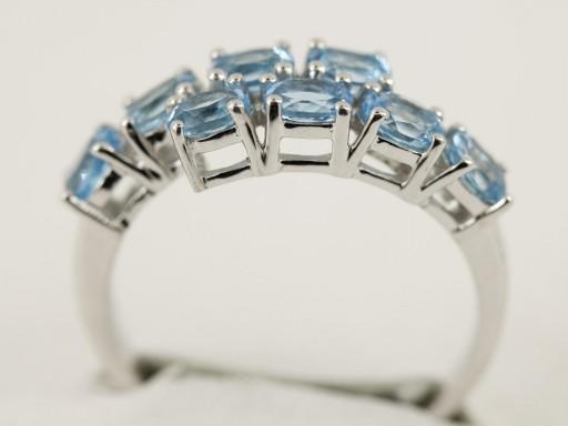 Anillo con topacio azul en plata de ley [1]