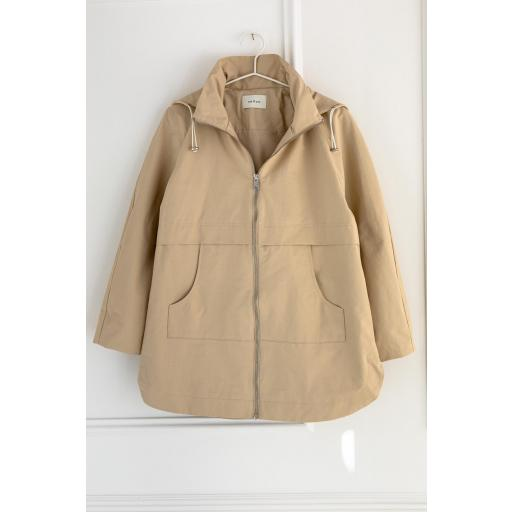 PARKA CON CAPUCHA, ESEOESE, REF. 109535 [2]