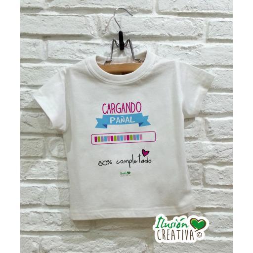 Camiseta niña - Cargando pañal