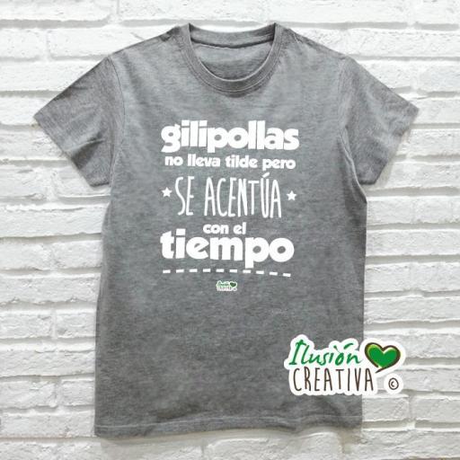 Camiseta GILIPOLLAS NO LLEVA TILDE, PERO SE ACENTÚA CON EL TIEMPO