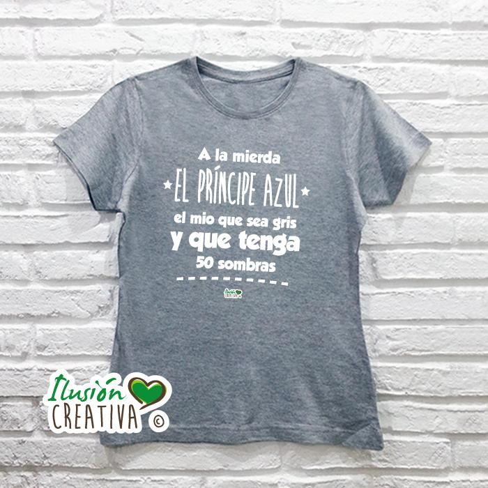 Camiseta Mujer - A LA MIERDA EL PRÍNCIPE AZUL, EL MÍO QUE SEA GRIS Y QUE TENGA 50 SOMBRAS