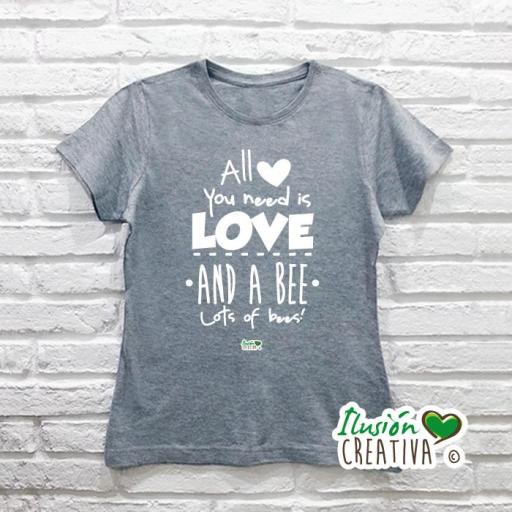 Camiseta Mujer.- All you need is love and a bee, lots of bees