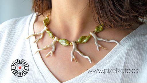 Collar Coral Hueso [1]