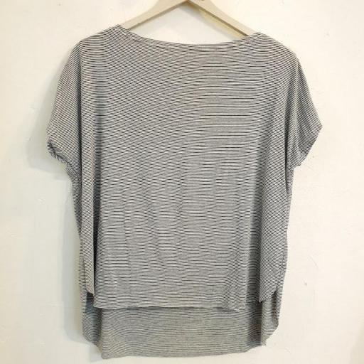Camiseta de rayas [2]