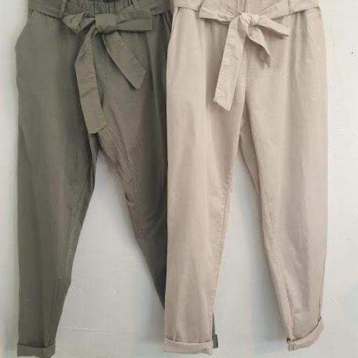 Pantalón liso [1]