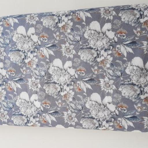 Popelín estampado flores grises y azuladas