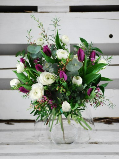 Bouquet Flor de temporada invierno, ranúnculos y tulipanes