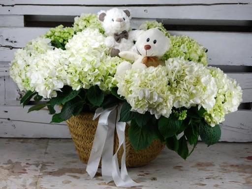Capazo hortensia blancas