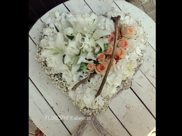 Corona flores forma corazon.jpeg