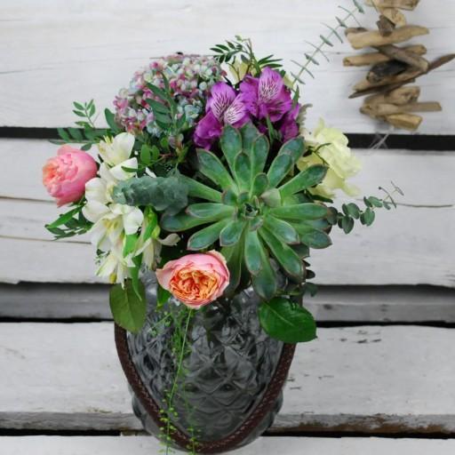 Jarron Vintage con Rosas de jardín
