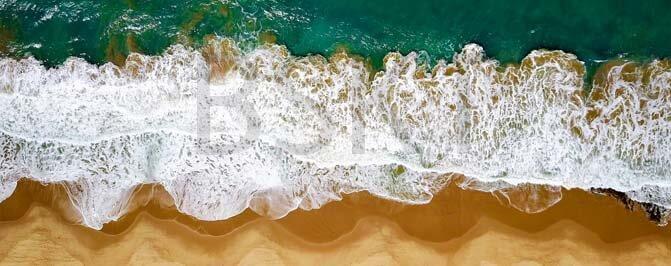 Cuadro en lienzo rectangular vista aérea de playa olas rompiendo