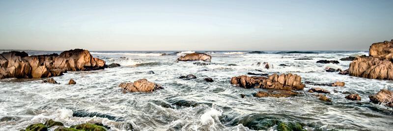 Cuadro en lienzo montado sobre bastidor olas rompiendo sobre rocas