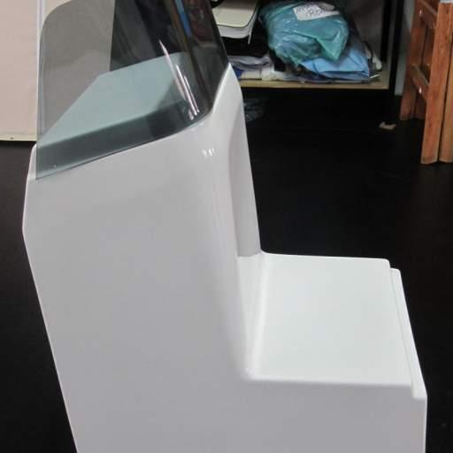 Consola cuadrada con asiento sin puerta [1]