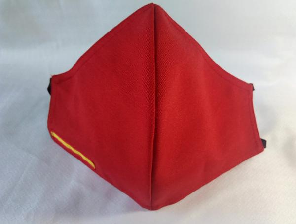 Mascarilla de color rojo con bandera de España