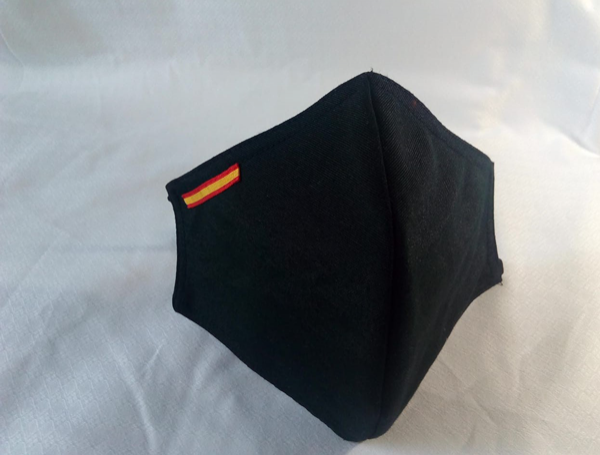Mascarilla negra con bandera de España