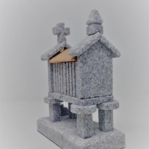 Hórreo de granito pequeño (4 pies) [2]