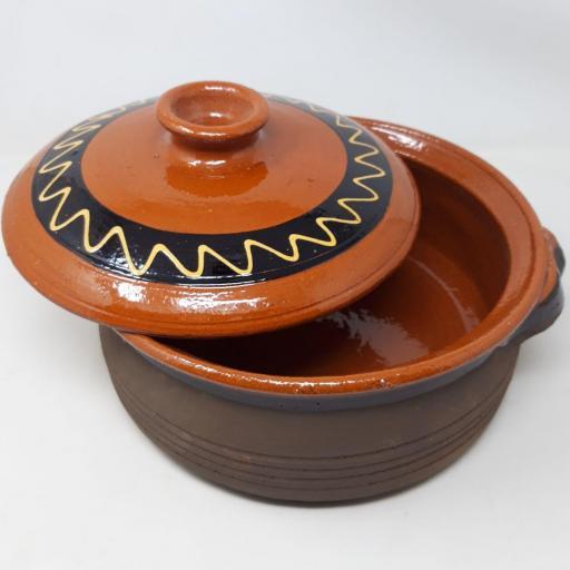 Pota de barro con tapa [2]