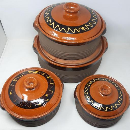 Pota de barro con tapa [3]